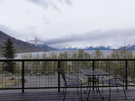 Turnagain View Bed and Breakfast: Breathtaking view from the B & B balcony.