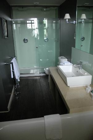 Ballynahinch Castle Hotel : St Feichin Bathroom
