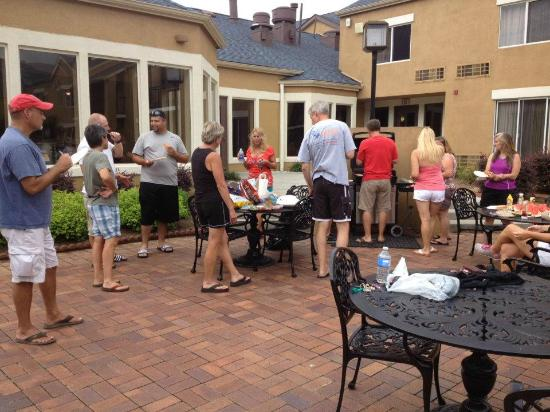 Red Roof Inn Knoxville West - Cedar Bluff: Grilling with the baseball team's parents