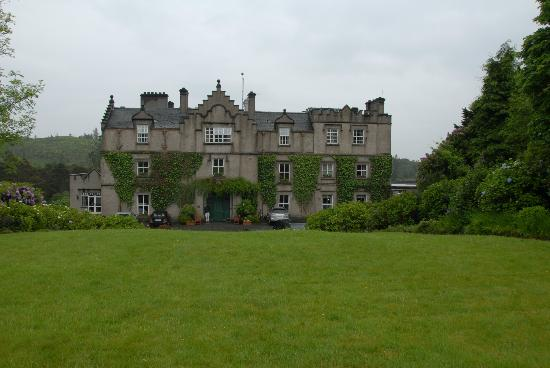 Ballynahinch Castle Hotel : Front of Hotel