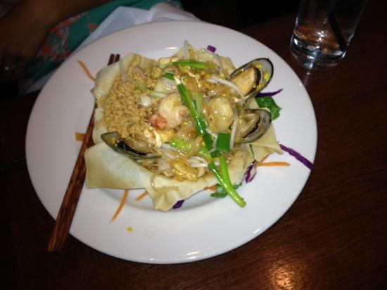 Galae Thai: pad Thai with shrimp