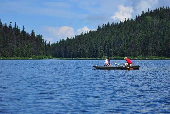 Meadow Lake Fishing Camp: Mountain lake