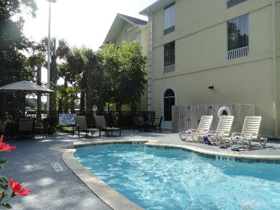 Hampton Inn Murrells Inlet/Myrtle Beach Area: Pool area.