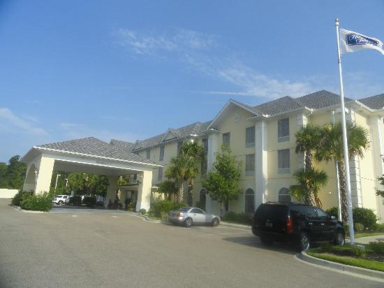 Hampton Inn Murrells Inlet/Myrtle Beach Area: Front of hotel.