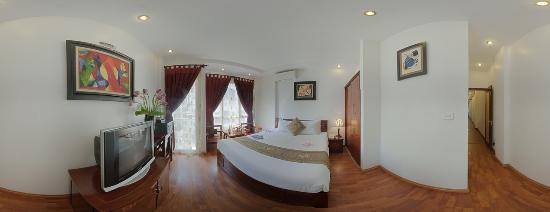 Aquarius Hanoi Hotel: Deluxe room with bancony