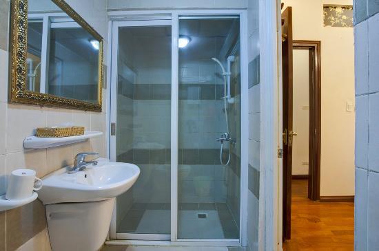 Aquarius Hanoi Hotel : Bathroom