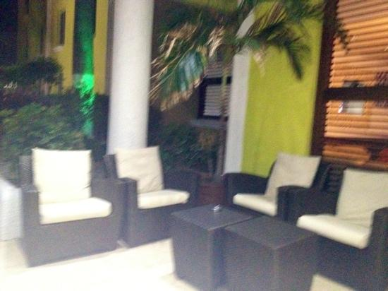 Brickell Bay Beach Club & Spa: front entrance lounge area