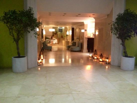 Brickell Bay Beach Club & Spa: lobby at night