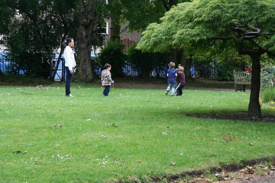 Fraser Suites Kensington: Private Garden