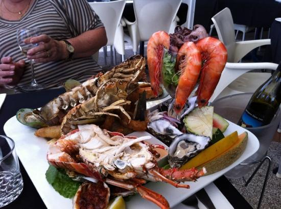 Seafood platter picture of bugzies seafood restaurant for Best fish restaurants