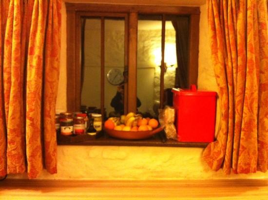 Meadow Cottage: fruits pain et confitures pour petit dej