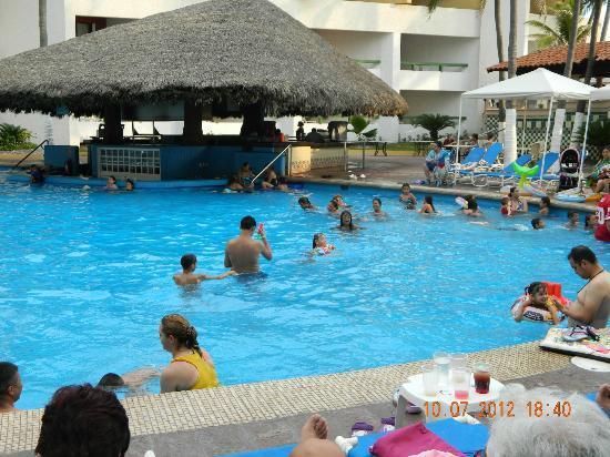 El Cid El Moro Beach Hotel: VISTA DE BAR PICINA