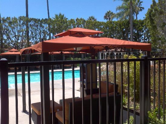 DoubleTree by Hilton Hotel Carson : pool cabanas
