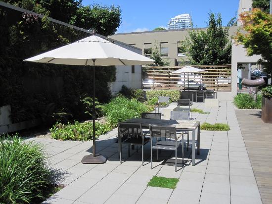 Hotel Modera: Courtyard area