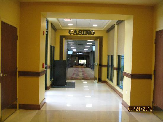 Mardi Gras Casino & Resort: Entrance to casino