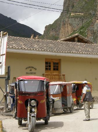 Casa de Luz / La Pequena Casita Hotel: tuc tuc da ollantaytambo alla stazione ferroviaria
