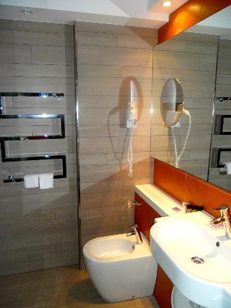 Lafodia Hotel & Resort: Bathroom