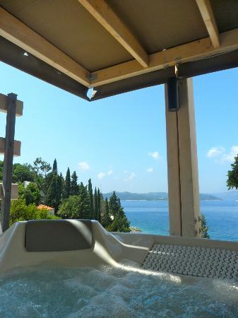Lafodia Hotel & Resort: Jacuzzi