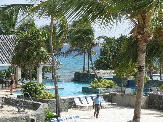 Sapphire Beach Resort: Pool and ocean