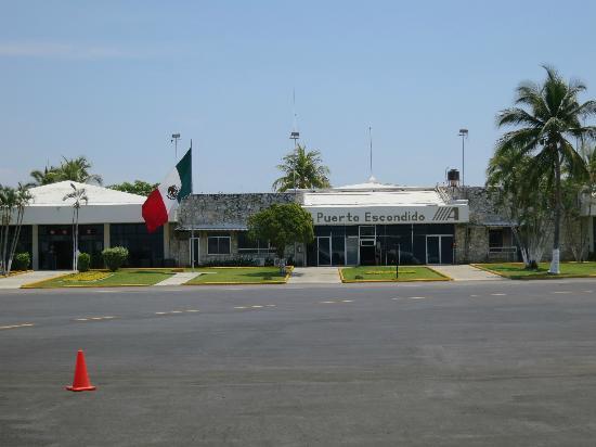 Hotelito Swiss Oasis: Flughafen Puerto Escondido