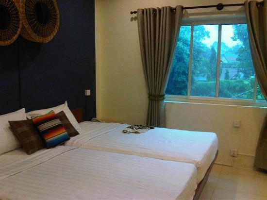 Viva Restaurant & Guesthouse: Cosy room with modern amenities including room wifi & flatscreen TV