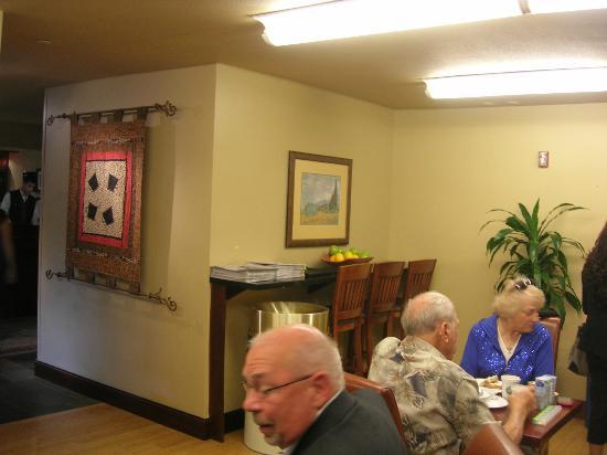 Larkspur Landing Hillsboro: dining