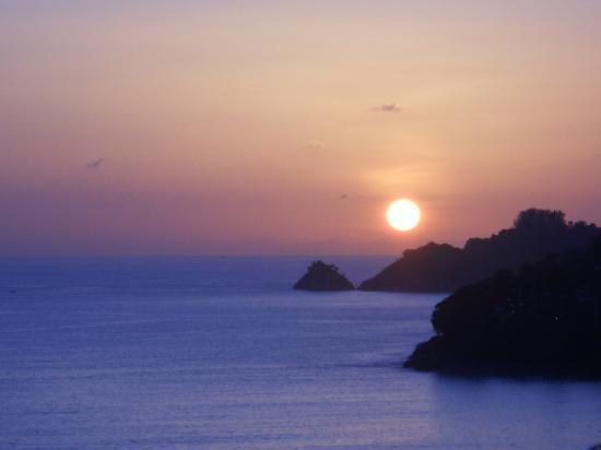 ไดมอนด์ คลิฟ รีสอร์ท แอนด์ สปา: Sunset from our balcony