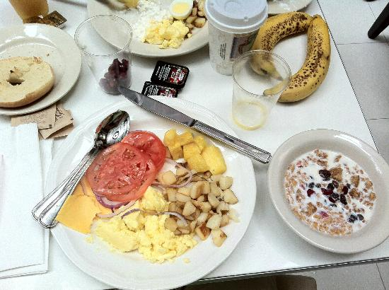 Staybridge Suites Times Square - New York City : Complimentary breakfast!!!