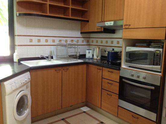 Le Grove Serviced Apartments: Kitchen