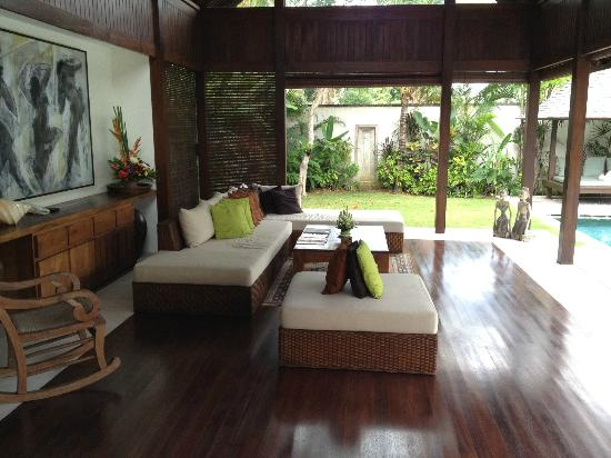 Saba Villas: Outdoor Living Room