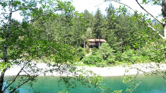 Bed and Bread Hiouchi: bnb Hiouchi is on the Smith River -- perfect for swimming, fishing, enjoying the towering redwoo
