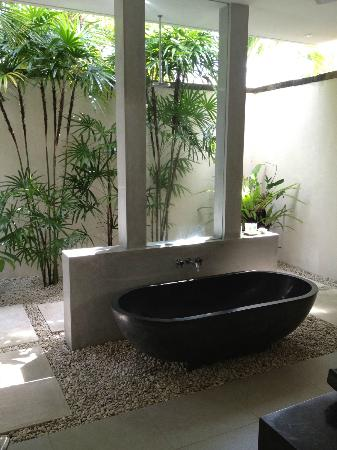 Saba Villas: Master Suite Bathroom