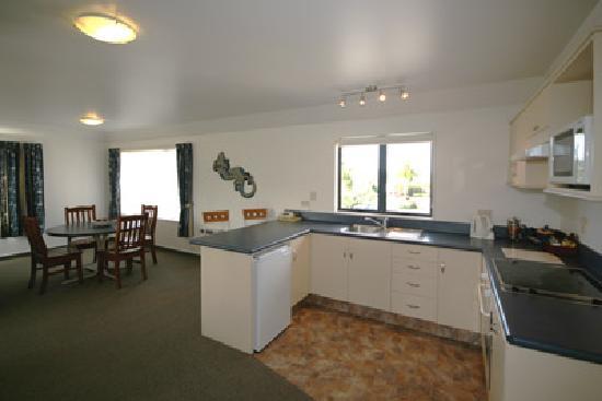 Avalon Manor Motel: Family Kitchen