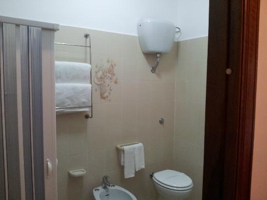 Holiday in Paestum: Bagno privato con doccia
