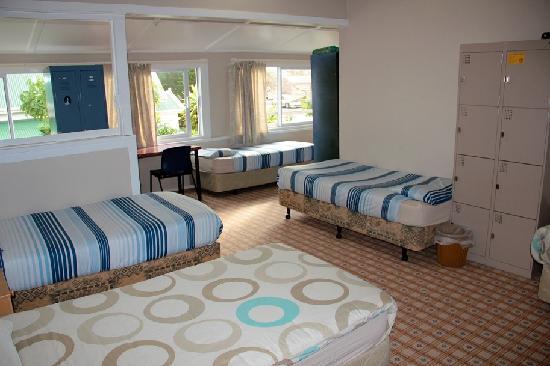 Oaklands Lodge Backpacker Hostel: 8 bed dormitory
