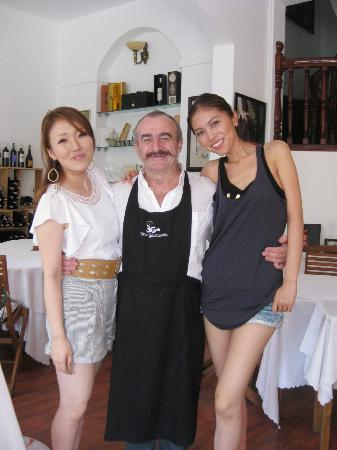 Trois Gourmands : ♪