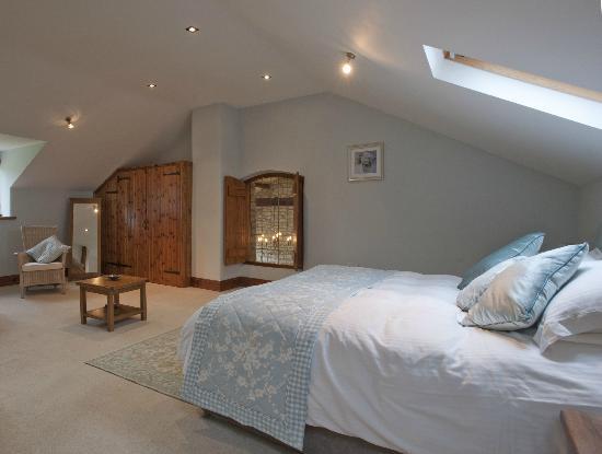 Church Farm Barn: The Walnut Bedroom