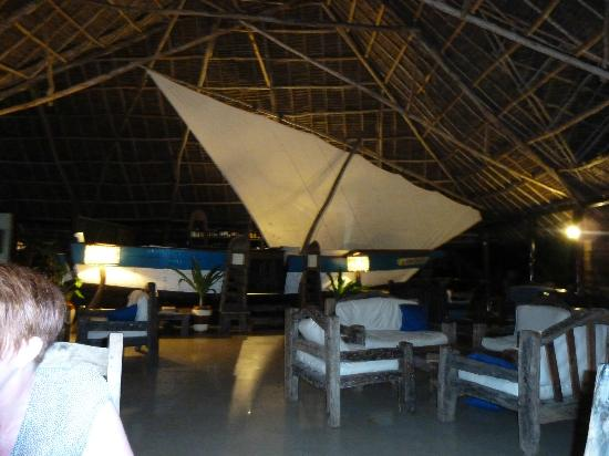 The Zanzibari : Restaurant with the boat-bar in the background :)