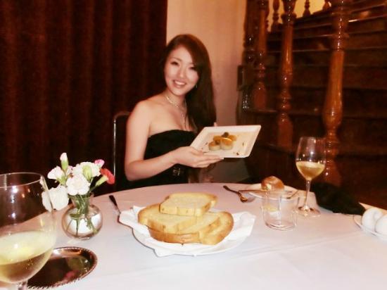 La Villa French Restaurant : ♪
