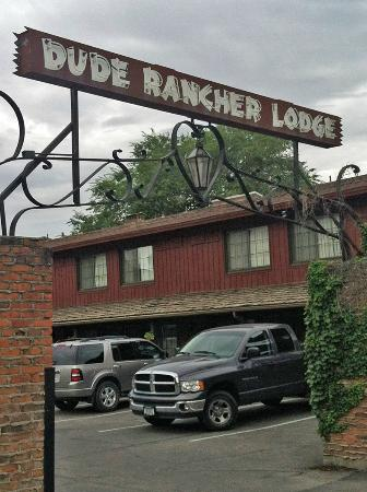 Dude Rancher Lodge: Motel Parking