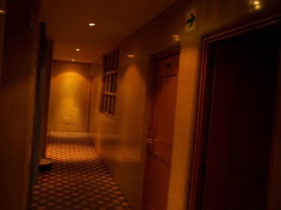 New York Hotel: a hallway