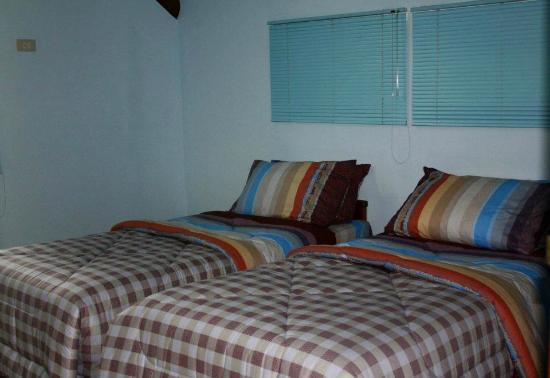 The Lincoln Place Log Cabin Room
