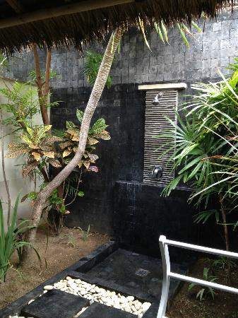 Scallywags Resort: Outdoor shower