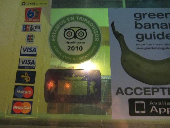 Tapas Pato de Oro: A TripAdvisor sticker in the window!