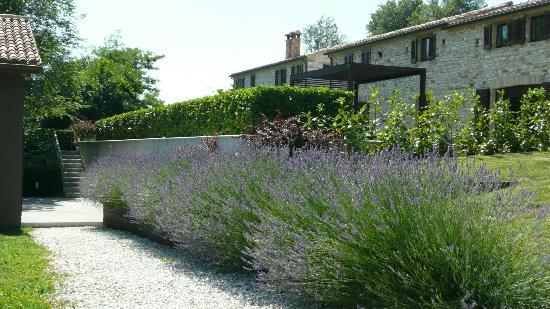 Borgo Tranquillo: Villa im Vordergrund, Appartementhaus