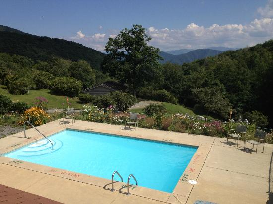 The Cataloochee Ranch: small pool with exceptional views