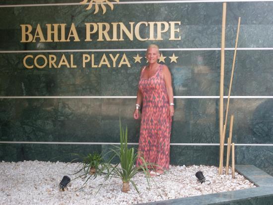 Sunlight Bahia Principe Coral Playa: Outside front of Hotel