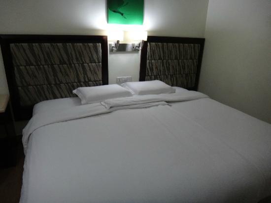 Diamond Suites & Residences: ダブルベットです!清潔なシーツで快適です。