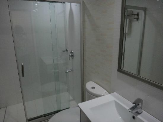 Diamond Suites & Residences: 水回りもきれいでした!