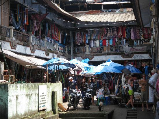 Pasar  Ubud: back of market